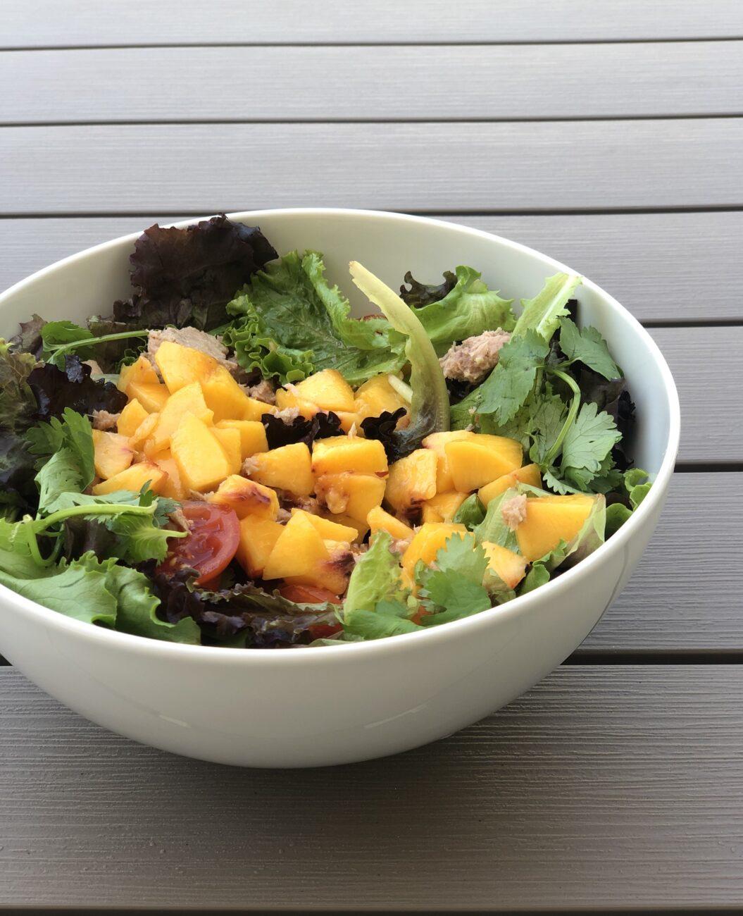 Salada de atum e pêssego