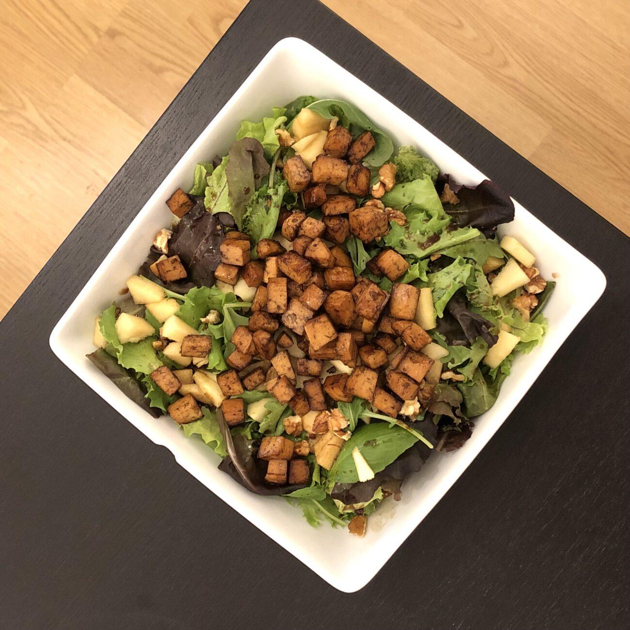 Salada de Tofu, maçã e nozes